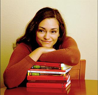Laura Gallego - Escritoras influyentes en internet